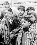 Děti v koncentračním táboře Osvětim (1945)