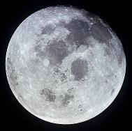 Měsíc, 21.7.1969 - fotografie pořízená z paluby kosmické lodi Apollo 11.