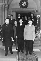 Neville Chamberlain s Adolfem Hitlerem v Mnichově, září 1938