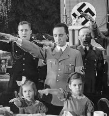 Joseph Goebbels, říšský ministr propagandy, se svými dětmi, Vánoce 1937