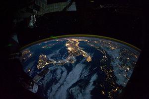 Pohled na Sicíli a Itálii z Mezinárodní vesmírné stanice (ISS) v noci